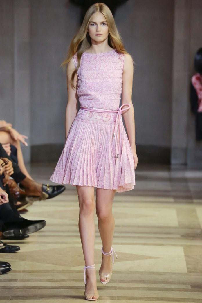 Нежно-розовое коктейльное платье 2016 – фото новинки в коллекции Carolina Herrera