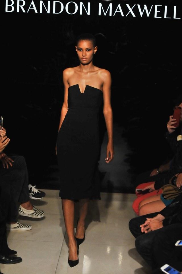 Вечернее маленькое черное платье 2016 года – фото новинка в коллекции Brandon Maxwell
