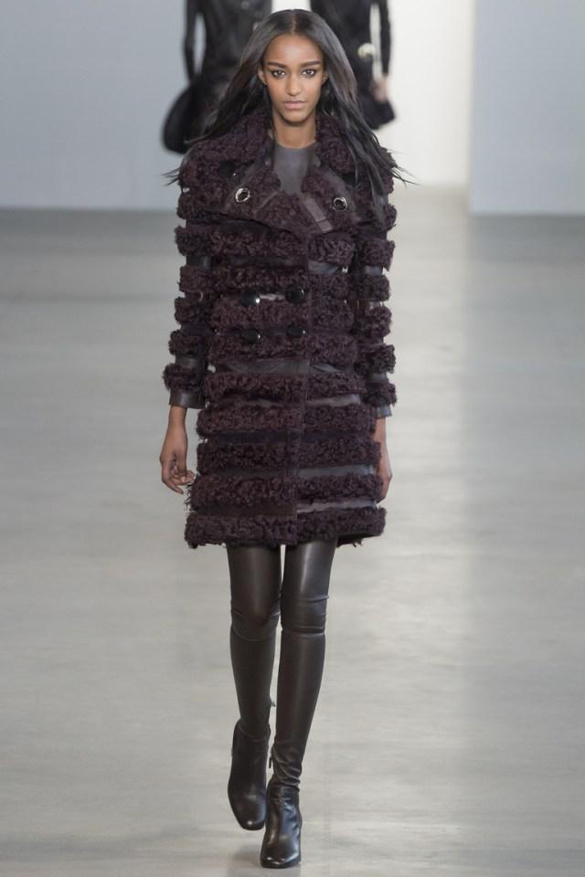 Модная модель шубы 2016 – фото новинка от Calvin Klein