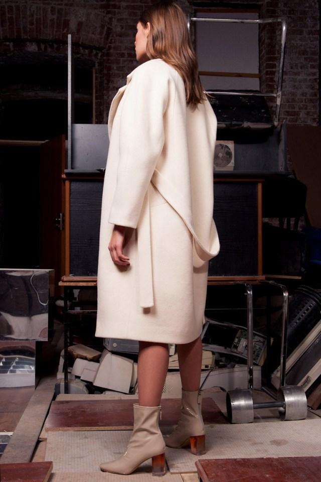 Бежевое модное пальто 2016 – фото новинка от Daria Bardeeva