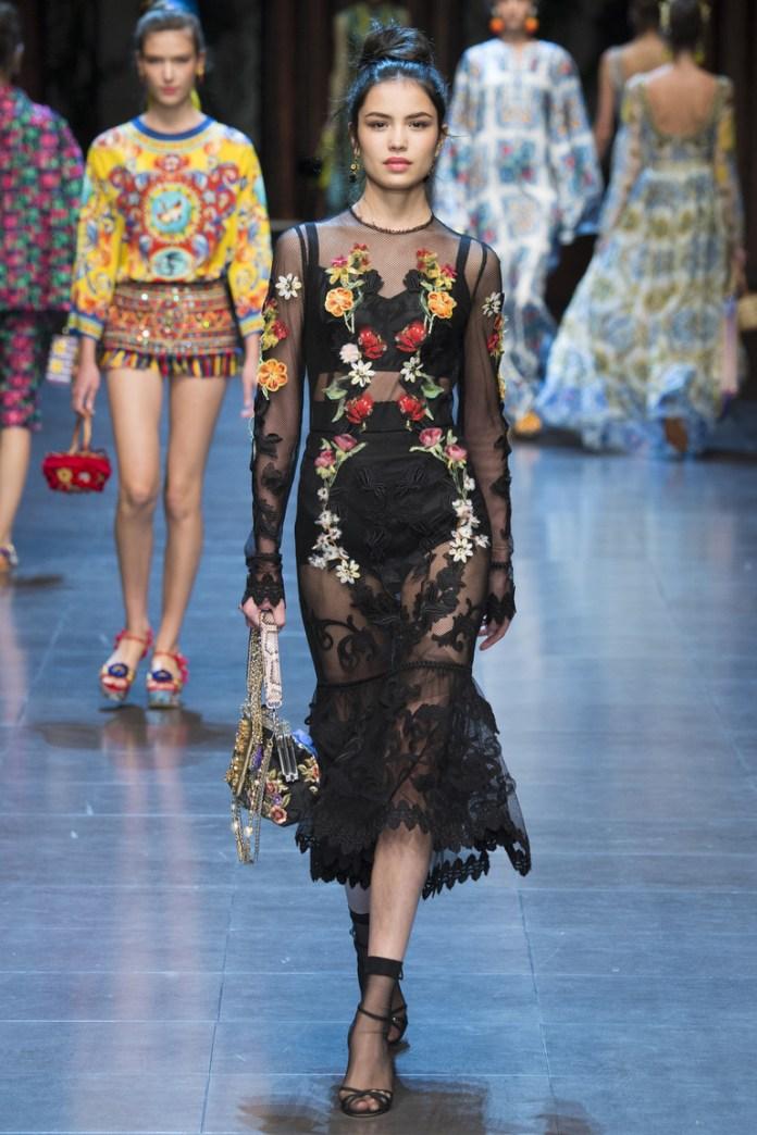 Длинное модное черное платье 2016 с цветочным принтом – фото новинки от Dolce & Gabbana