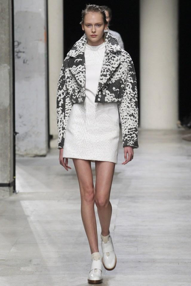 Модная куртка 2016 с меховыми рукавами – фото новинка от Marc Jacobs