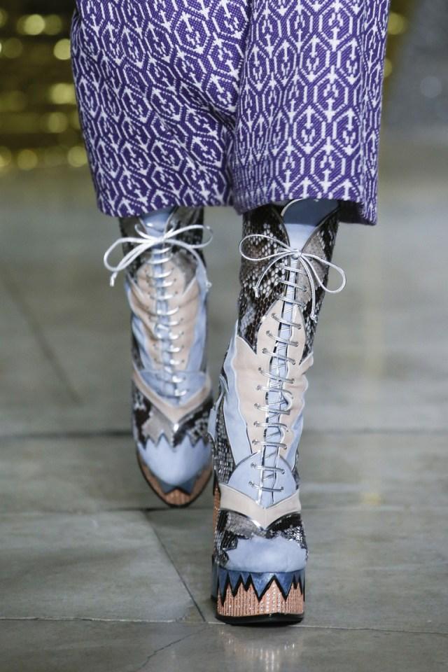 Женские сапоги со шнуровкой - фото новинка в коллекции Miu Miu