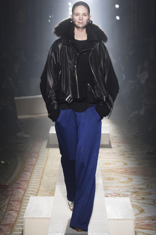 Короткая модная зимняя женская куртка 2016 – фото новинка в коллекции Undercover