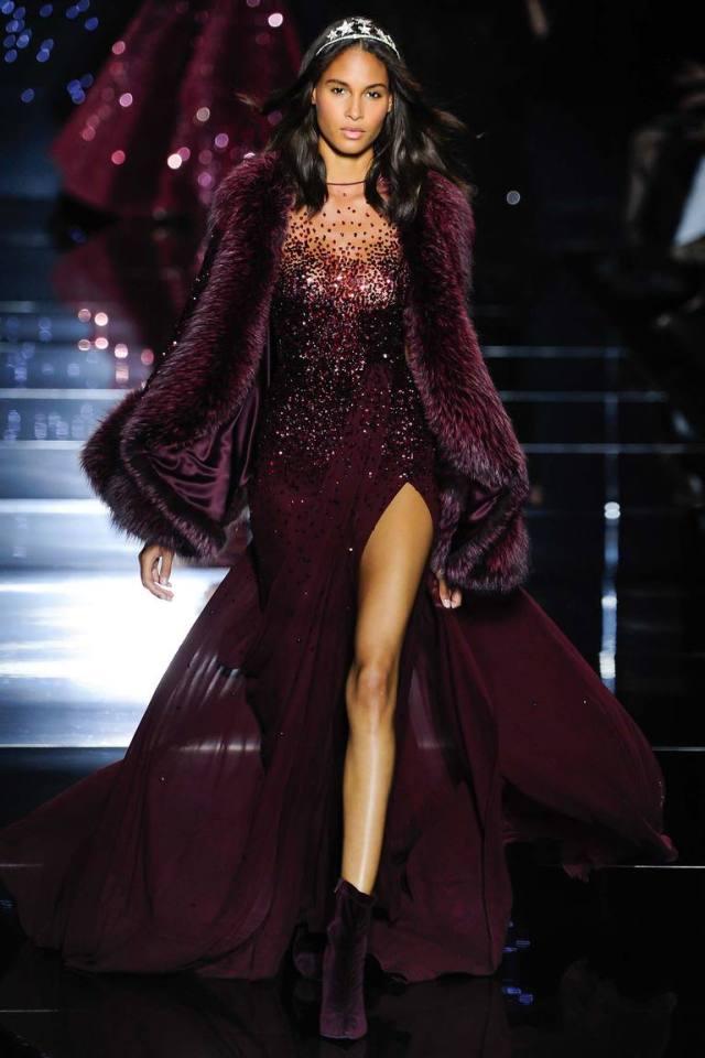 Бордовое роскошное платье на Новый год 2016 с меховым воротником – фото новинка в коллекции Zuhair Murad