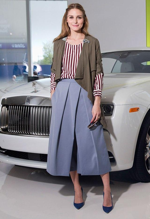 Модные женские брюки кюлоты с полосатой рубашкой – фото новинка сезона