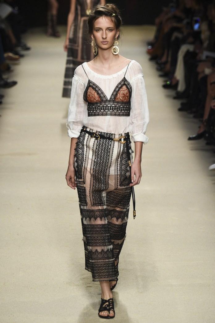 Длинная модель юбки 2016 в старинном стиле – фото новинка от Alberta Ferretti