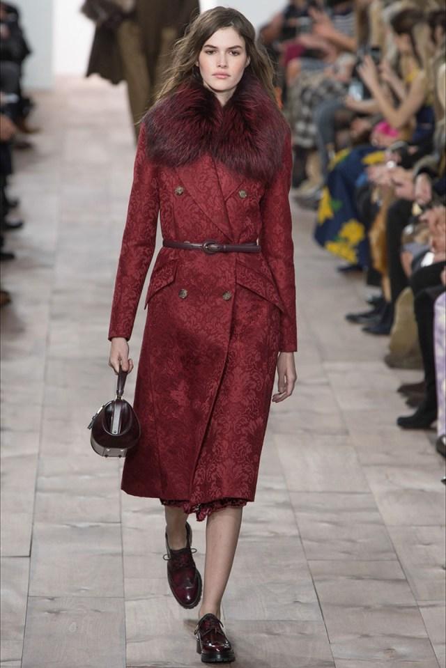 Модное пальто цвета бордо фото новинка сезона