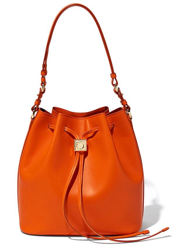 Фото оранжевой модной сумки от Salvatore Ferragamo