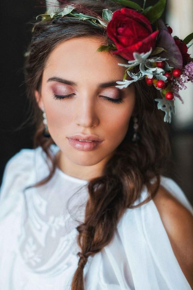 Модная прическа 2016, украшенная цветами