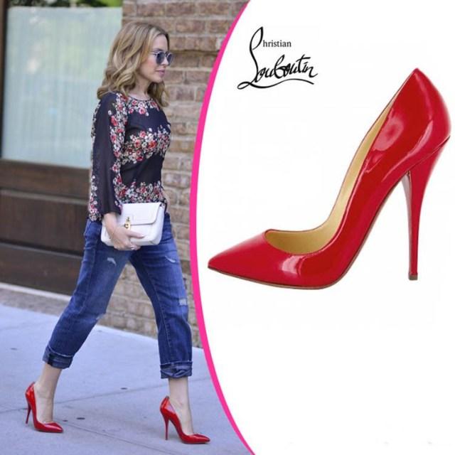 Сочетание красных туфель с красной подошвой и джинсами – лабутены покорили весь мир!