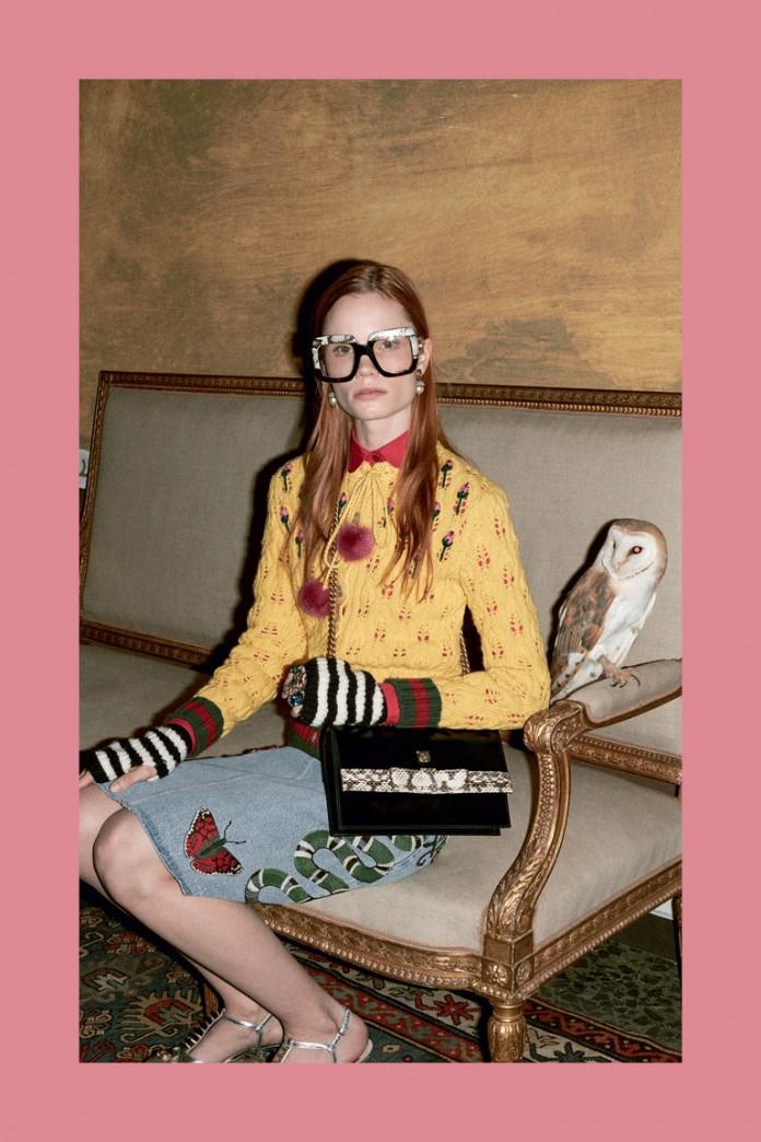 В составлении ретро-стиля важное значение имеют аксессуары. Соответствующие украшения, большие очки – круглые, а лучше квадратные, как в коллекции Gucci