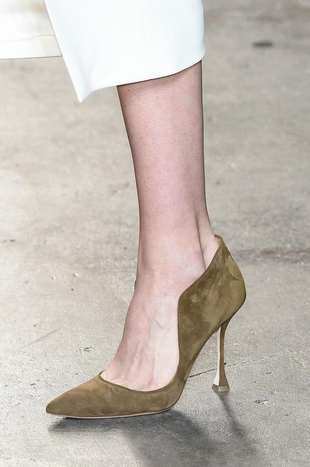 Изящные туфли в коллекции Sally Lapointe – фото новинки на неделе моды осень-зима 2016-2017 в Нью-Йорке в Нью-Йорке