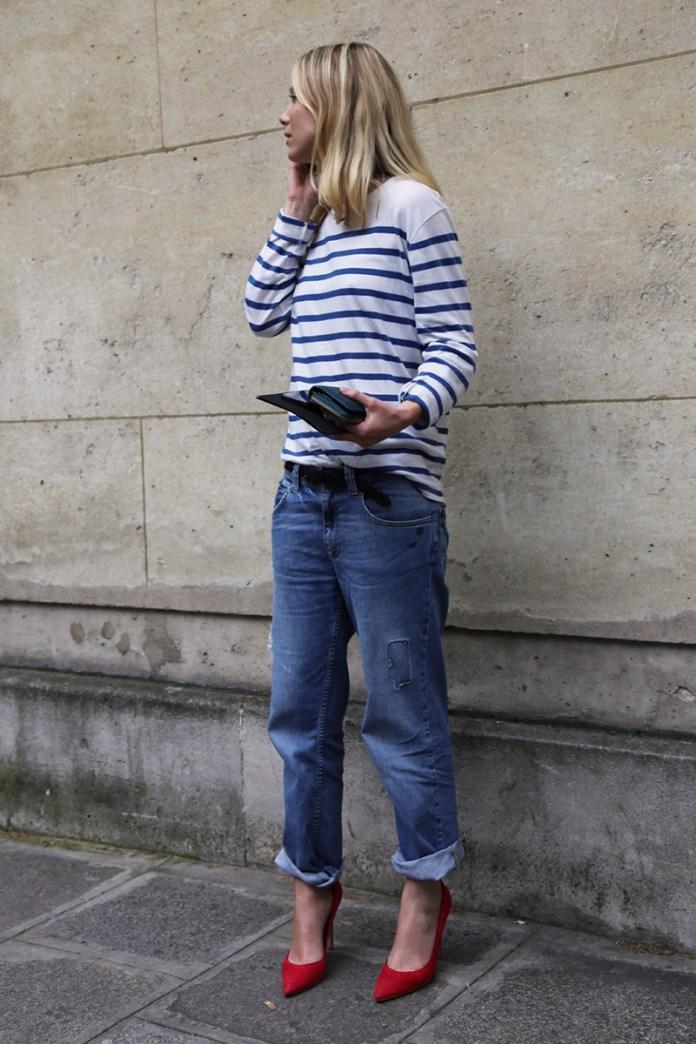 Сочетание красных туфель с джинсами бойфрендами – фото новинки и тренды сезона