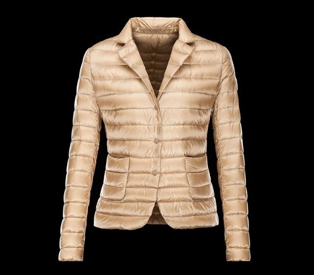 Модная демисезонная куртка золотистого цвета – фото новинка в коллекции Moncler