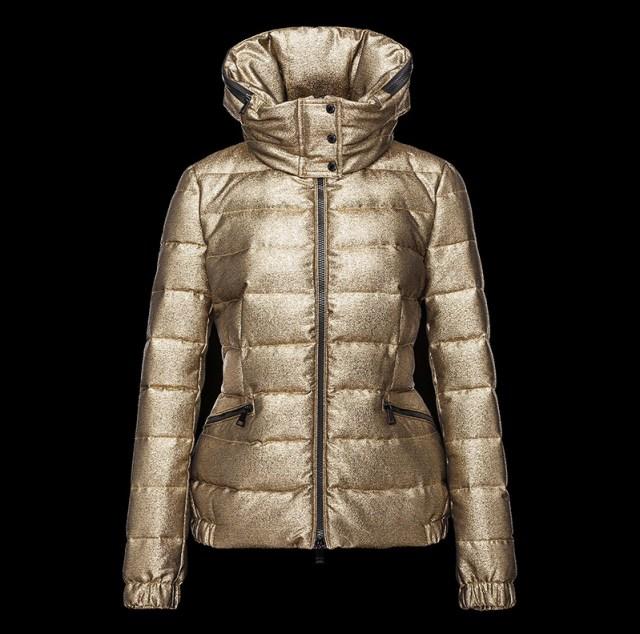Золотистая женская куртка в коллекции Moncler