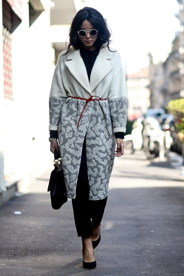 Женственный образ, составленный с широким пальто оверсайз – фото новинки и тренды сезона