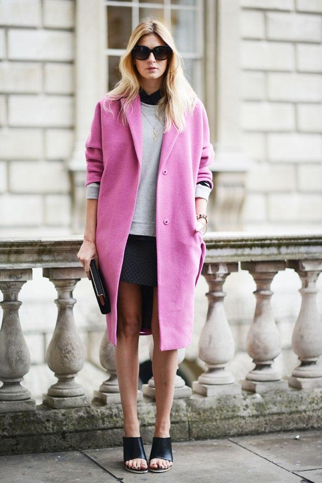 Ярко-розовое, очень милое и женственное пальто оверсайз - фото новинки и тренды сезона