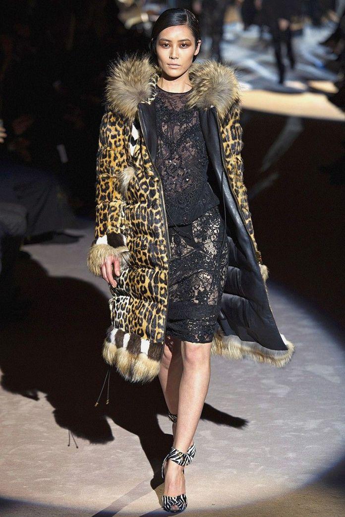 Выбирая дутое пальто на синтепоне, несомненным преимуществом является яркие принты. Потрясающая модель