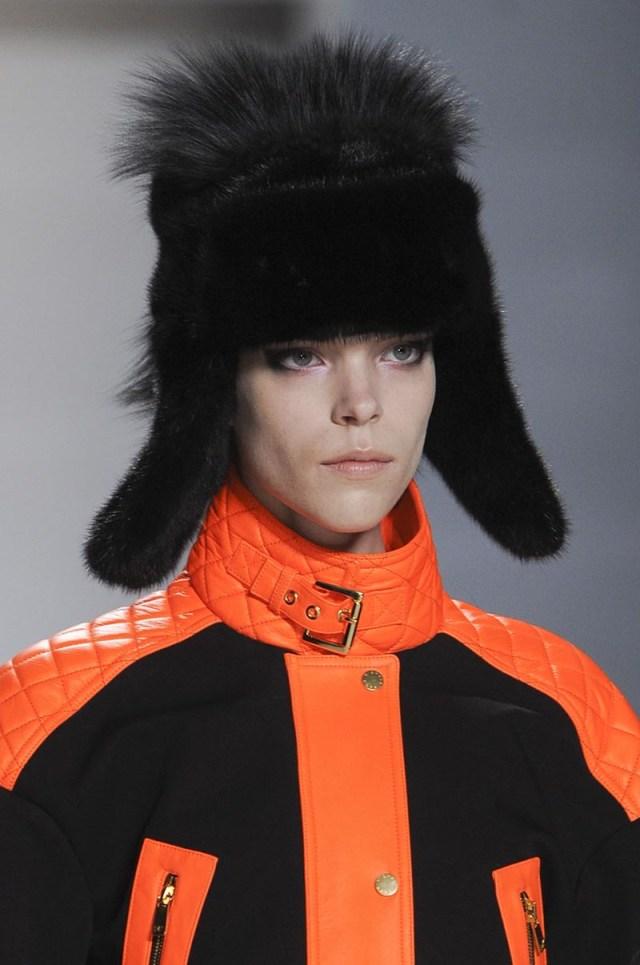 Шапка ушанка на модном показе. Каждый сезон шапка ушанка завоевывает все больше внимания.