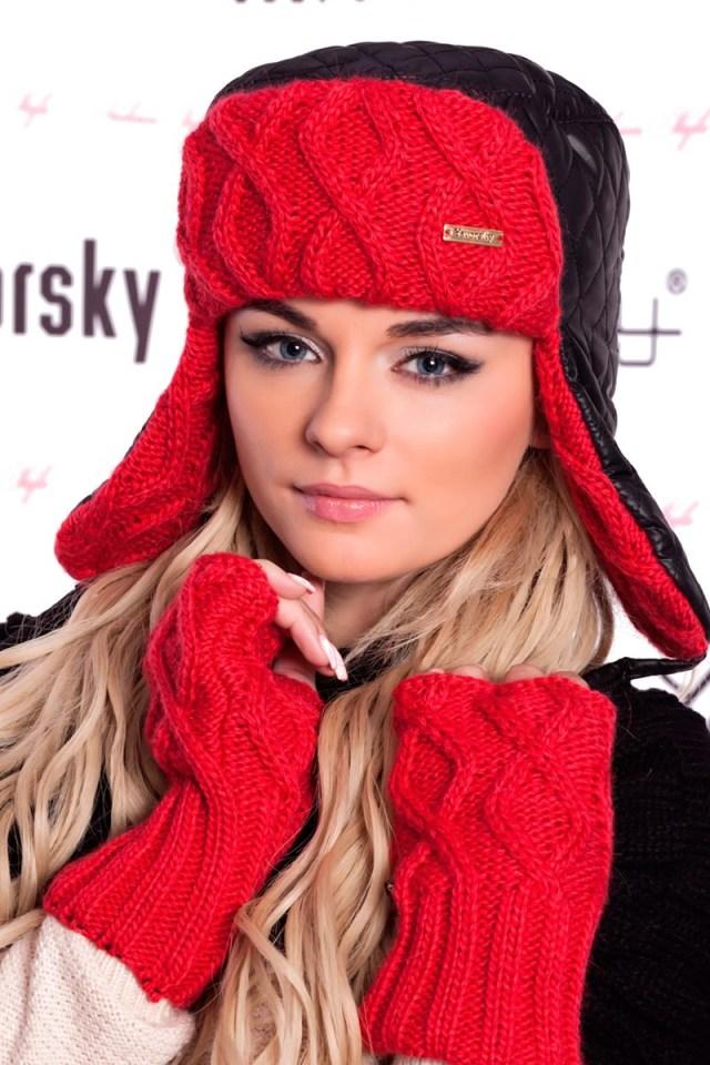 Красная вязаная шапка ушанка - фото новинки и тренды сезона