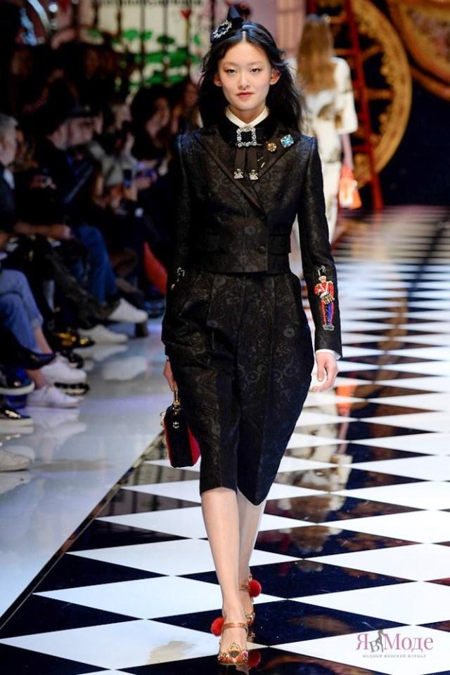 Показ коллекции Dolce & Gabbana осень-зима 2016-2017 на Неделе моды в Милане