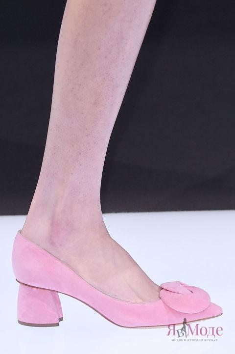 Нежно-розовые туфли осени и зимы 2016-2017 – фото новинки в коллекции EMPORIO ARMANI