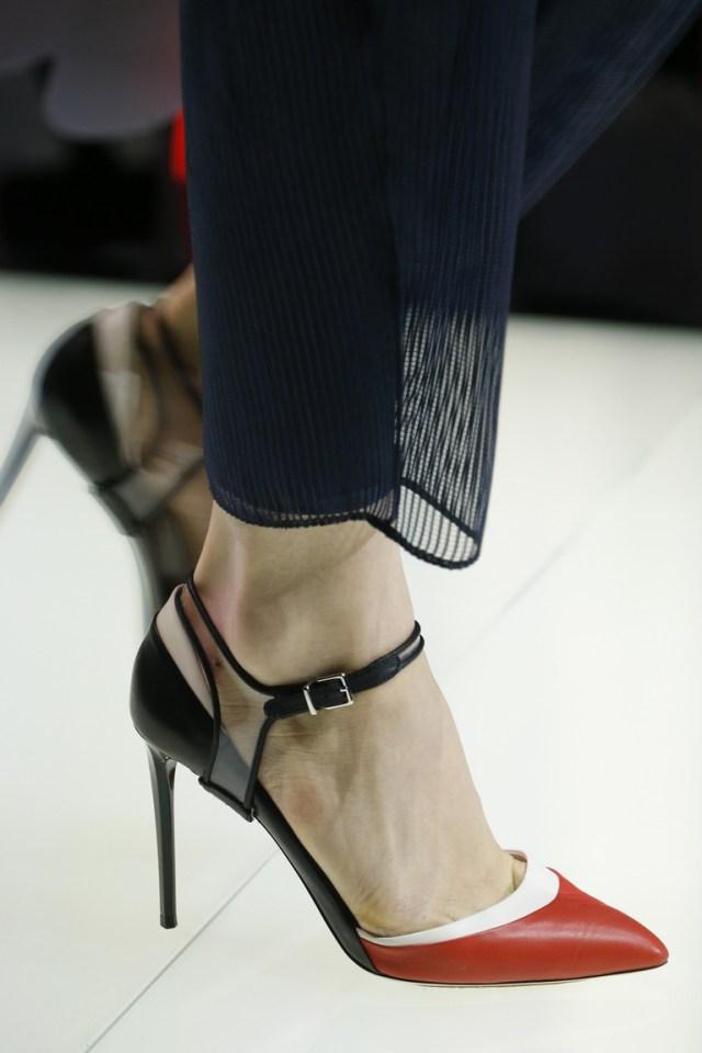 Модные туфли весна 2016 на каблуке с острым носом из коллекции Giorgio Arman
