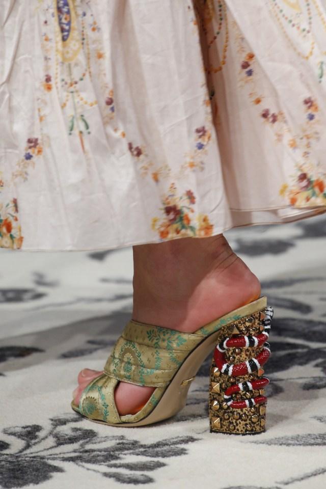 Модные босоножки на очень необычном каблуке весна 2016 от Gucci