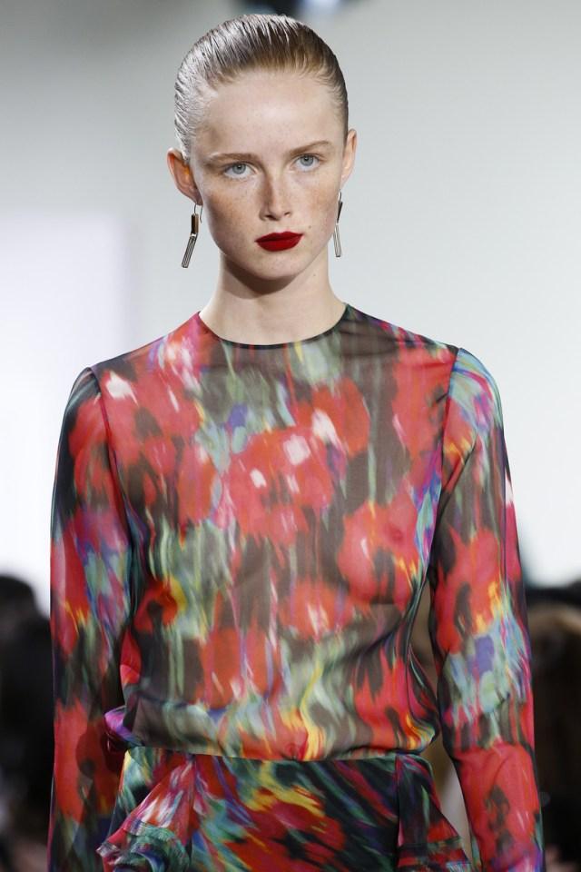 Макияж весна лето 2016 красная помада цвета apple redиз коллекции Jason Wu