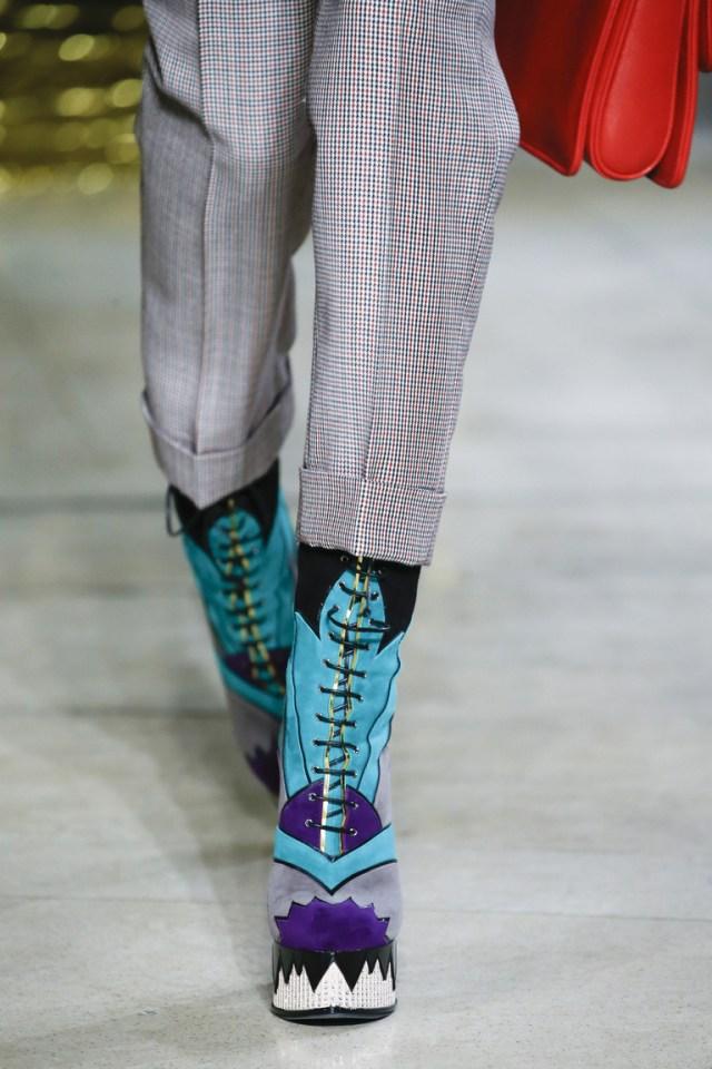 Яркие сапоги на устойчивом венском каблуке от Miu Miu