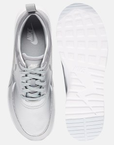 Серебристые кроссовки Nike Air Max Thea