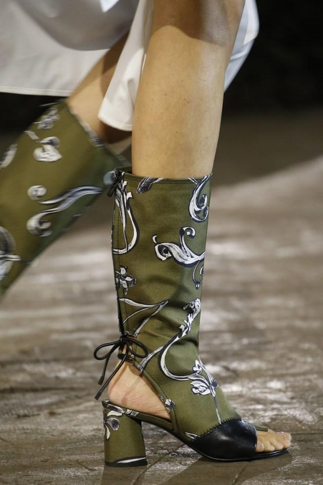 Модная обувь весна-лето 2016 - легкие сапоги с открытым носом и пяткой из коллекции 3.1 Phillip Lim-2016.