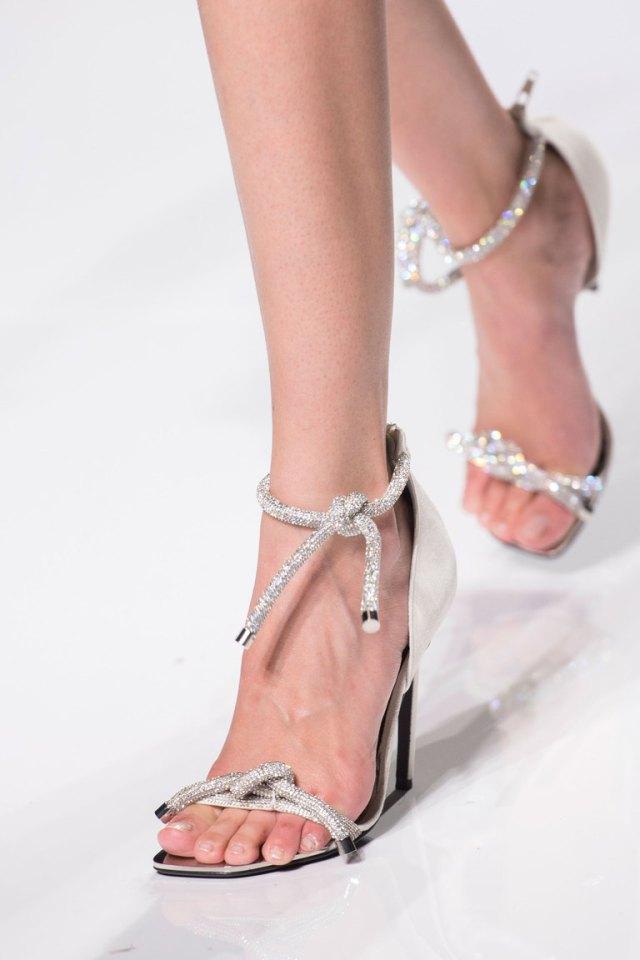 Модная обувь весна-лето 2016 - босоножки на каблуке из коллекции Atelier-Versace.