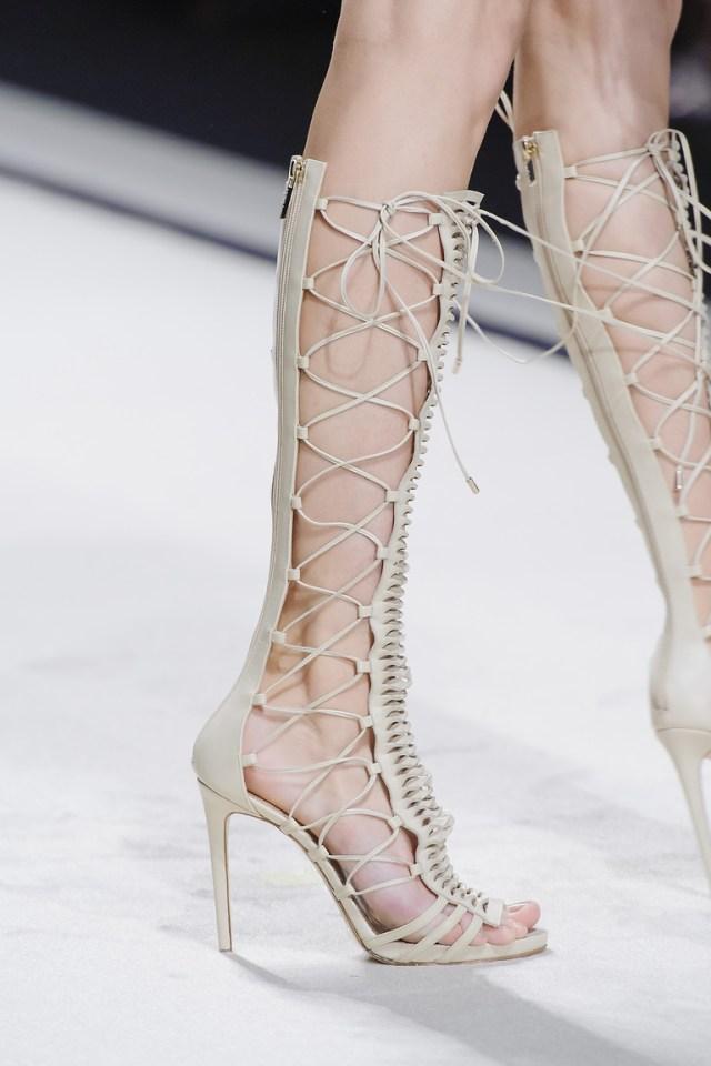 Модная обувь весна-лето 2016 - сандалии гладиаторы на каблуке из коллекции Elisabetta Franchi.