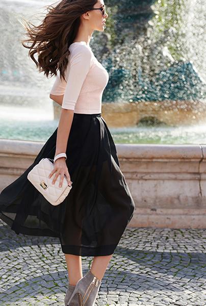 Новая коллекция Love Republic - стильная розовая блузка с черной юбкой в стиле Шанель.
