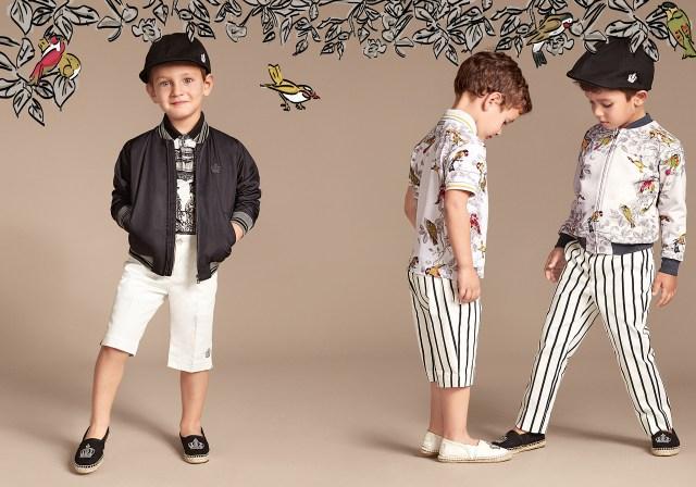 Новая коллекция для детей 2016 - белая футболка с шортами и курточки с шортами и брюками в полоску.