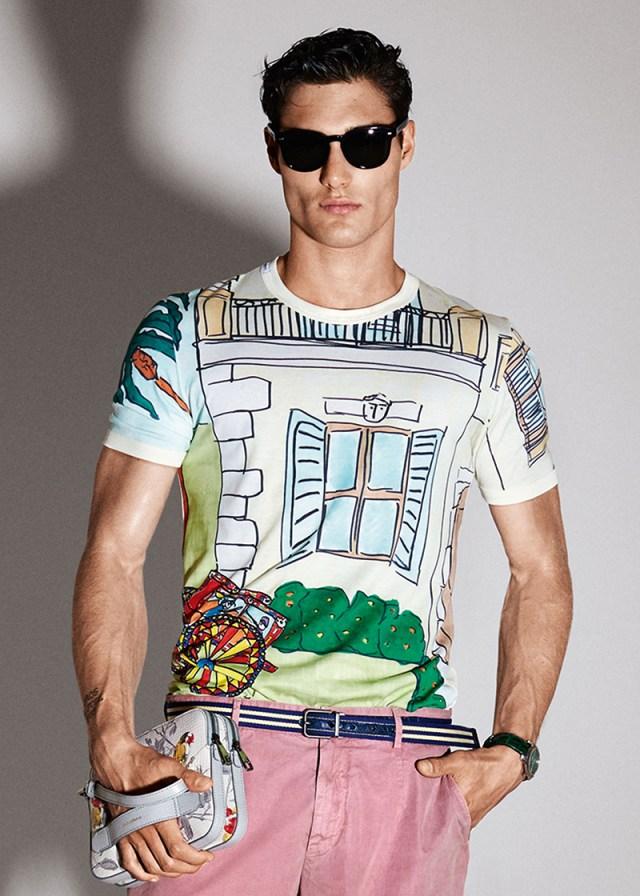Мужская спортивная коллекциия Dolce&Gabbana 2016 - яркая футболка.