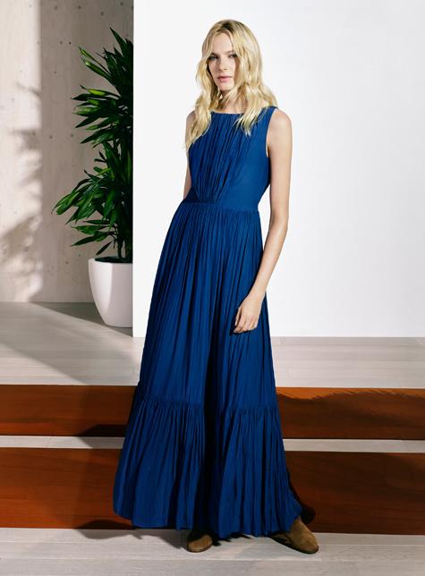 Новый модный LookBook весна-лето 2016 Karen Millen - темно синее длинное платье для торжественного выхода.