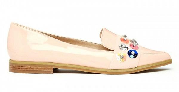 Нежно-розовые лаковые туфли, украшенные стразами на низком каблукео из коллекции ASOS.