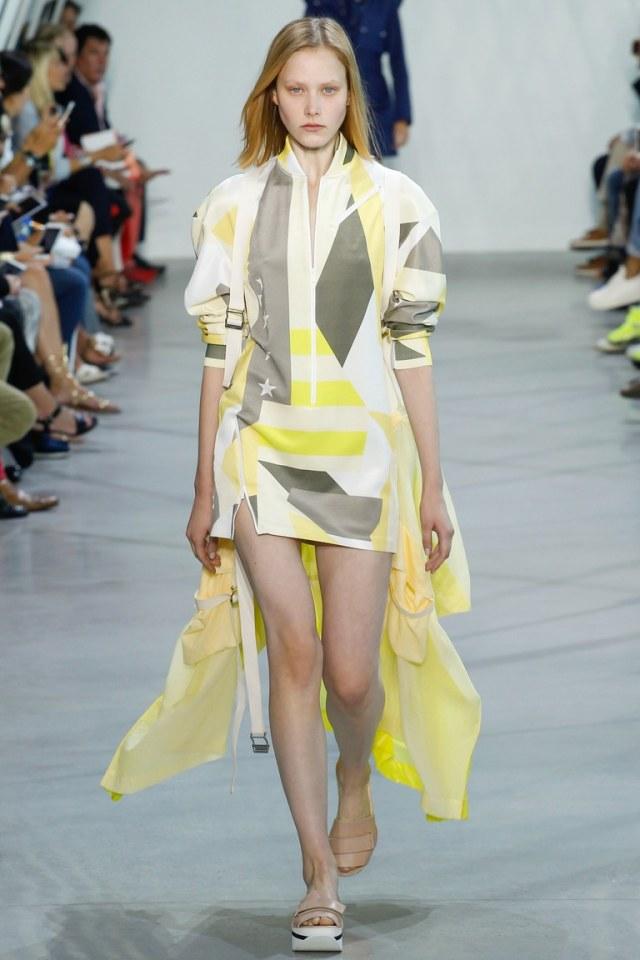 Платье со шлейфом из коллекции Lacoste.