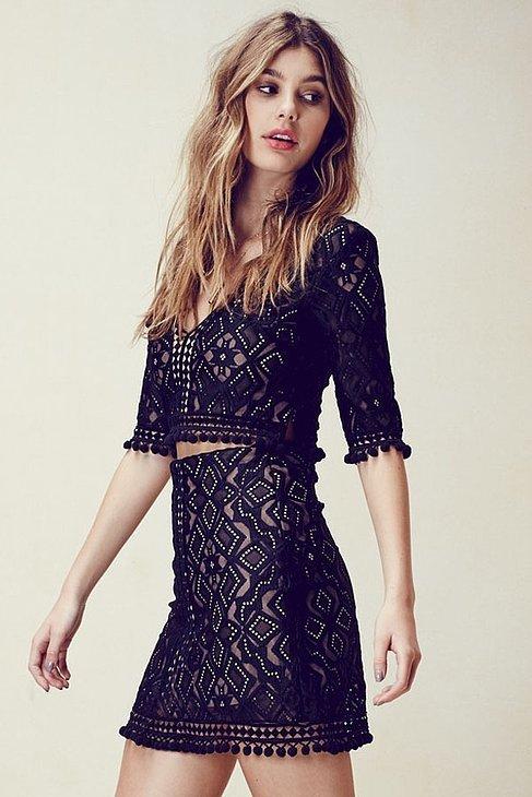 Помпоны – тренд сезона маленькие помпоны по краю юбки, кофточки рукавов.