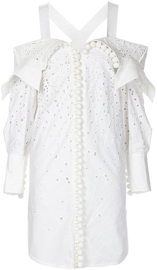 Помпоны – тренд сезона белая кружевная блузау крашенная тампонами.