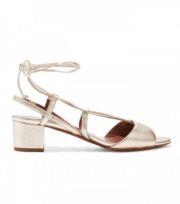 На фото: классические сандалии не каблуке с ремешками от Tabitha-Simmons.
