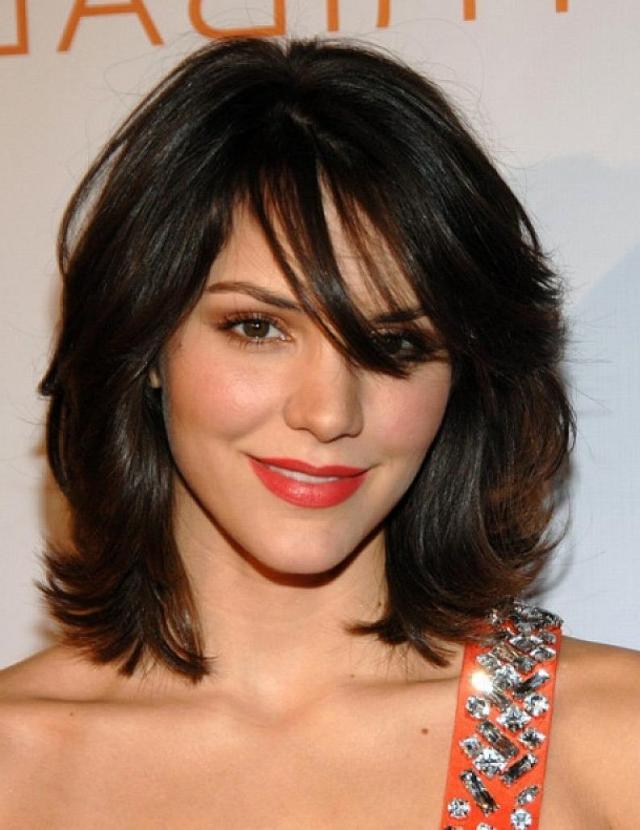 Градуированная стрижка на средние волосы.