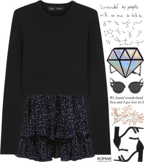 Модный лук 2016 черное короткое платье с длинными рукавами и низом в горошек.