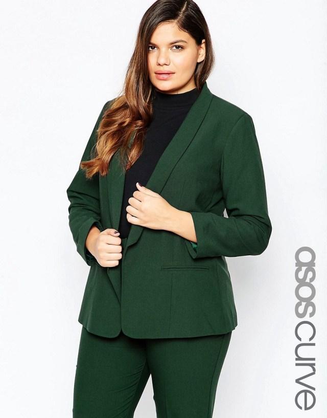 Мода для полных женщин весна-лето 2016 - классический зеленый костюм.
