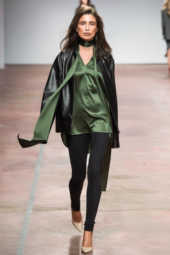 На фото: куртка от дизайнера одежды Александр Терехов осень-зима 2016-2017