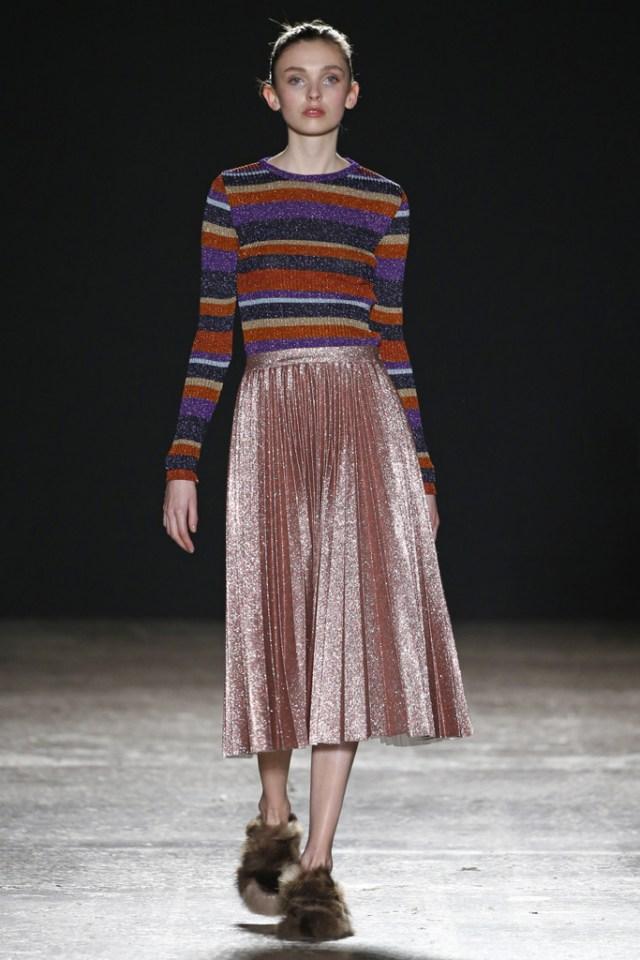 Люрекс-мода – трендовая новинка из Милана люрексовая плиссированная юбка длиной миди с люрексовым джемпером фото из коллекции Cristiano Buran.