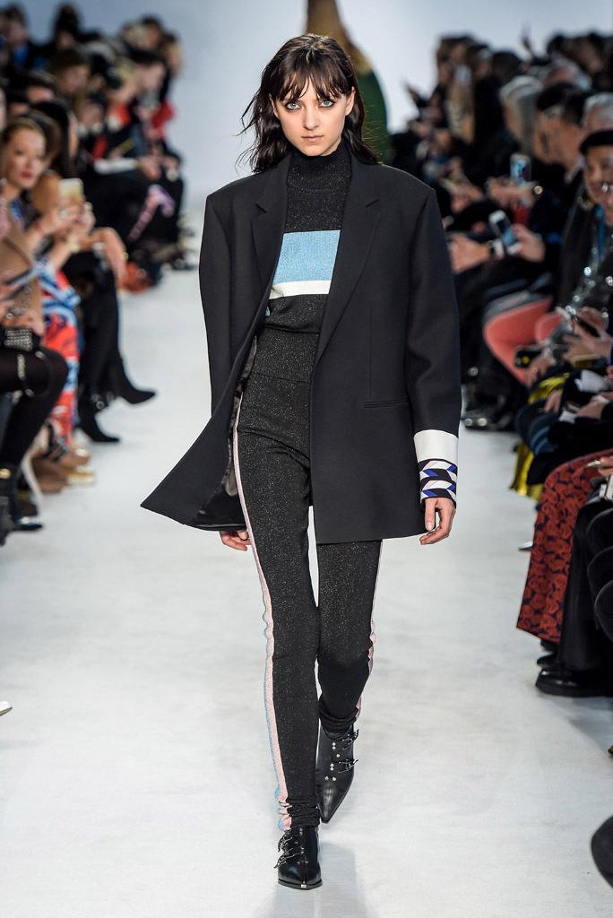 Люрекс-мода – трендовая новинка из Милана - брюки брюк этой осенью: обтягивающие с контрастными лампасы и пошитыми, разумеется, из люрексовой ткани.обтягивающие с контрастными лампасы и пошитыми, разумеется, брюк этой осенью: обтягивающие с контрастными лампасы из коллекции Emilio Pucci.